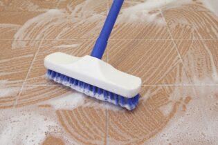 Jak vyčistit spáry v koupelně