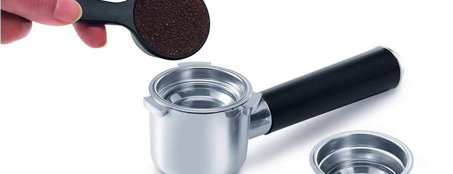 Příprava kávy v Delonghi EC 850 M