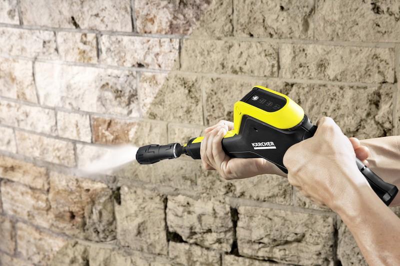 použití tlakové myčky Kärcher K 5 Full Control na čištění stěny