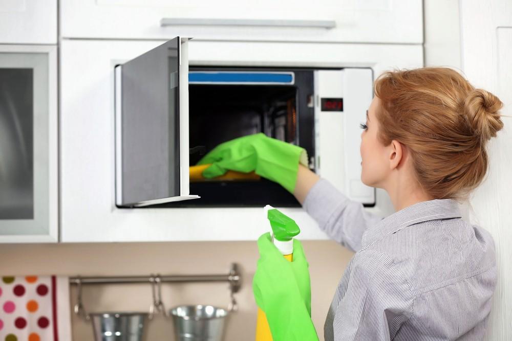 čištění mikrovlnky