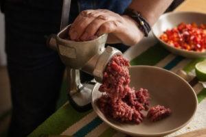 ručný mlynček na mäso