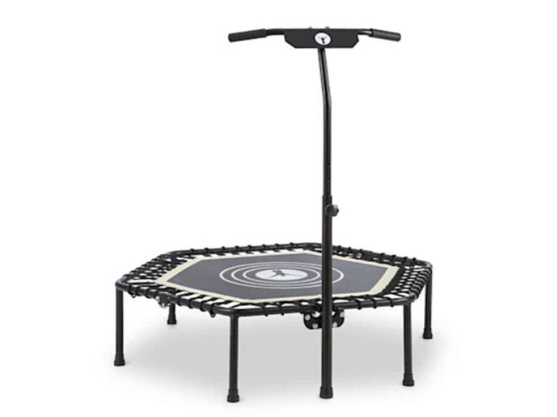 černá fitness trampolína