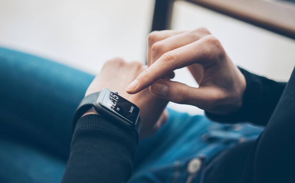 Chytré hodinky - ovládání dotykem vs. tlačítky