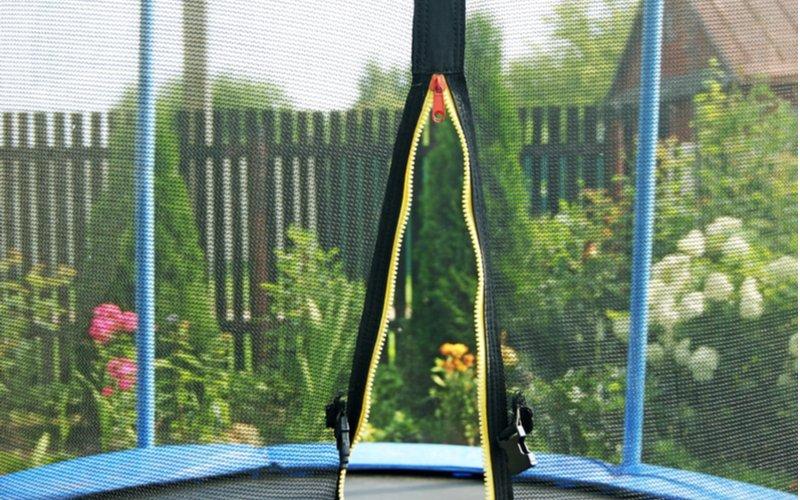 Otevřený zip na trampolíně