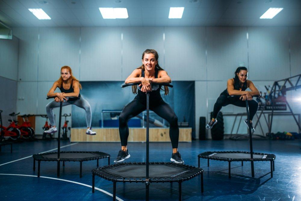Ženy na jumping trampolíně