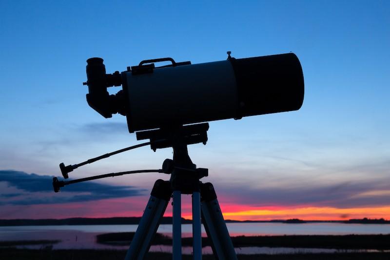 kvalitní teleskop může stát několik desítek tisíc korun