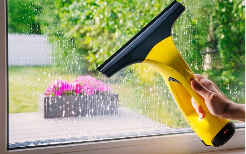 čistič oken v akci