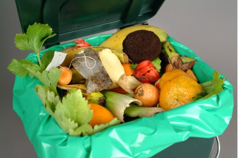 Kuchynsky odpad v koši