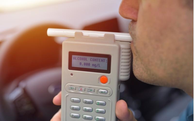 alkohol tester - měření za volantem