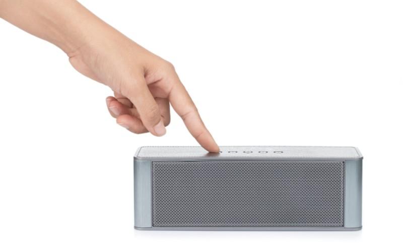 Bluetooth reproduktor ovládaný tlačítky