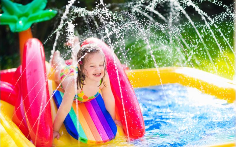 Dětský bazén se skluzavkou