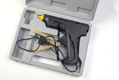 Kufřík na uskladnění tavicí pistole a doplňků