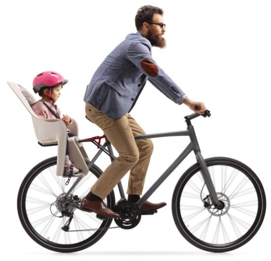 dítě v dětské sedačce na kolo