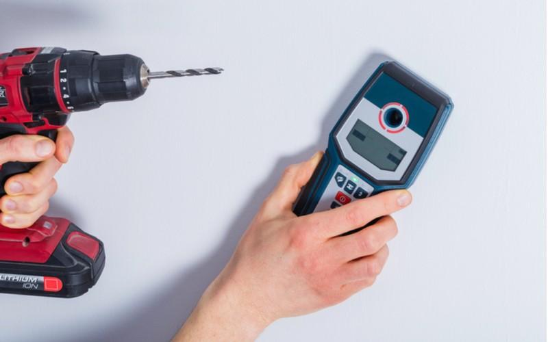 detektory kovu a kabelů ve zdi