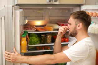 smrad v chladničce