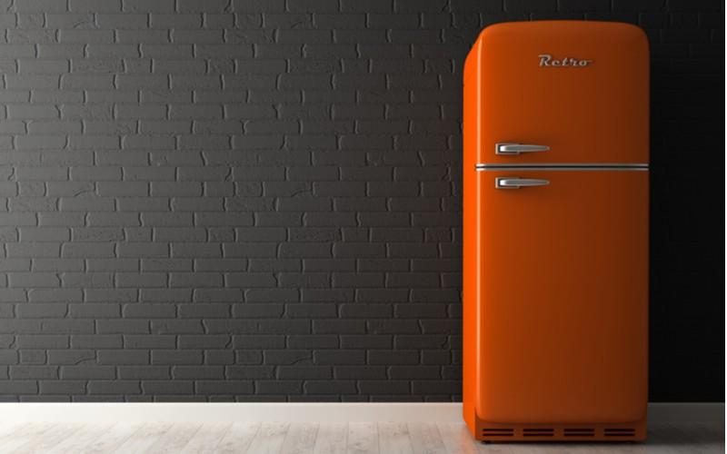 Oranžová retro lednička