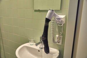 Sušení ponožky fénem