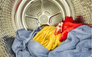 sušička prádla s oblečením