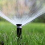 Závlaha trávníku - bez ní se určite neobejdete, co všechno zahrnuje?