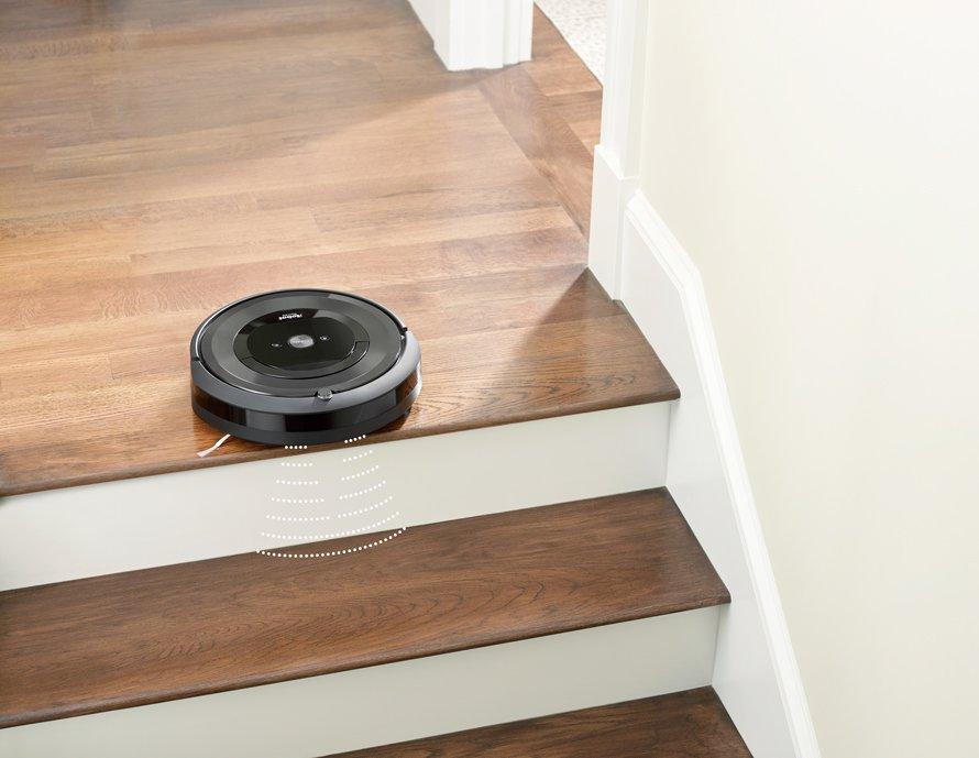 iRobot Roomba e5 - senzory proti pádu ze schodů