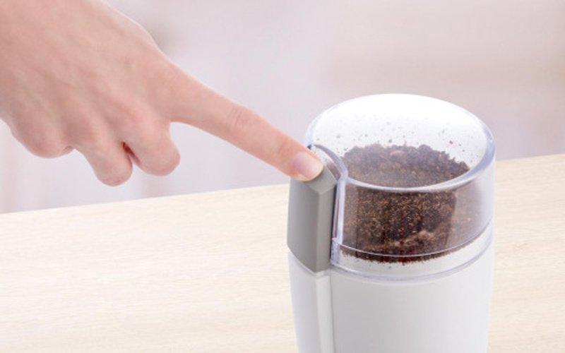 Tlačítko na spuštění mletí kávy