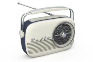 Šedě bílé retro rádio