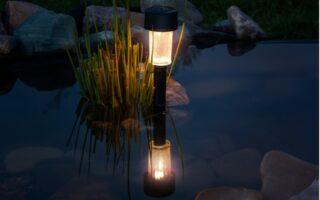 Solární lampa v jezírku