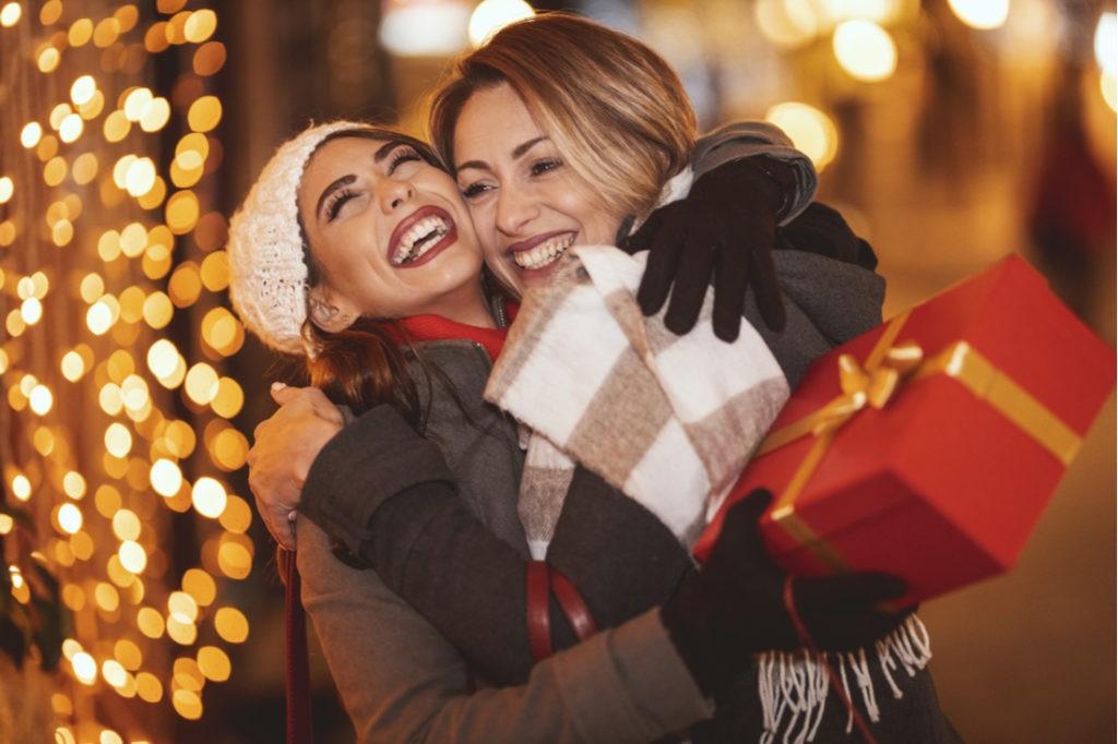 Dvě sestry s dárky