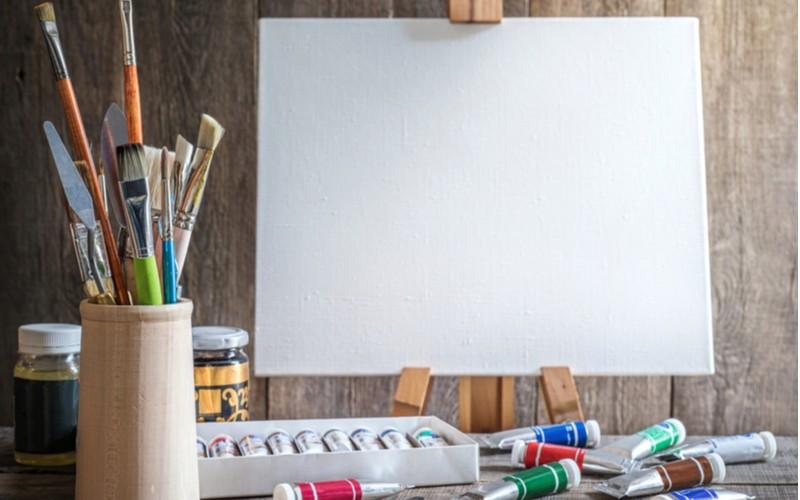 Štětce a plátno na malování