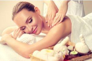 Žena na masáži