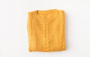 Žlutý dámský svetr
