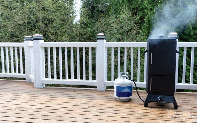 Plynová domácí udírna na terase