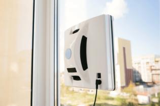 Robotický čistič na okně