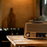 Rádio na kuchyňské lince