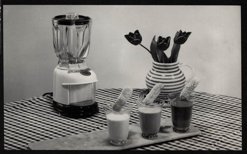 Černo bílý obrázek starého mixéru