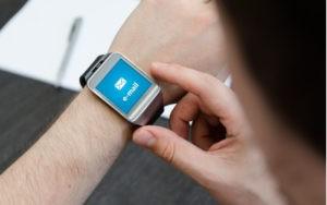 Notifikace na displeji smart hodinek